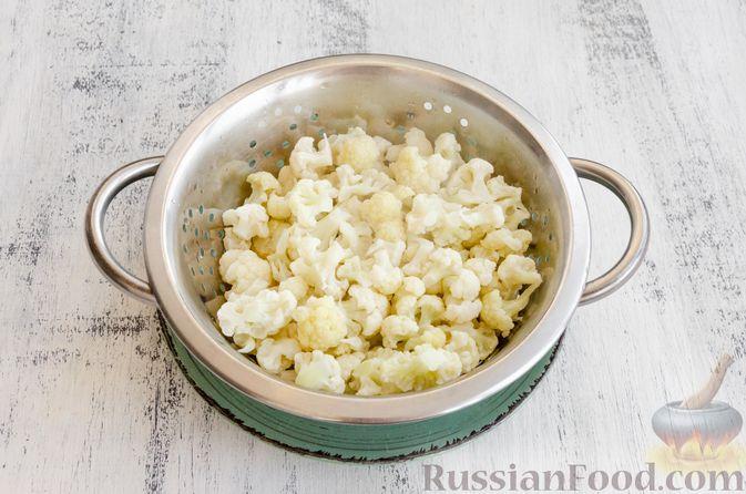 Фото приготовления рецепта: Яичница с цветной капустой - шаг №4