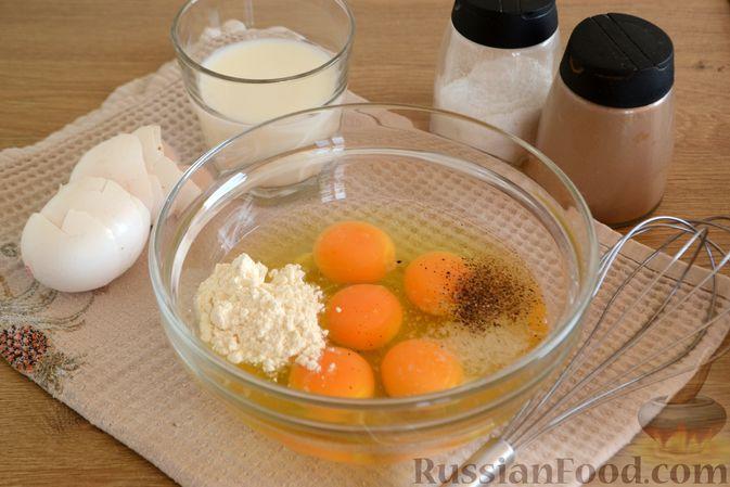 Фото приготовления рецепта: Омлет с баклажанами и болгарским перцем - шаг №6