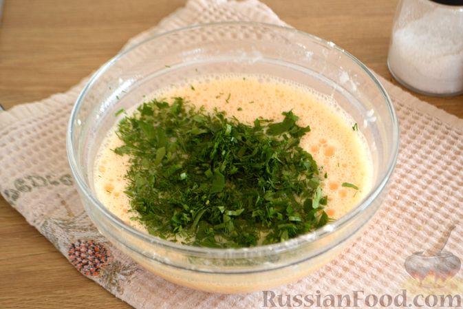 Фото приготовления рецепта: Омлет с баклажанами и болгарским перцем - шаг №7