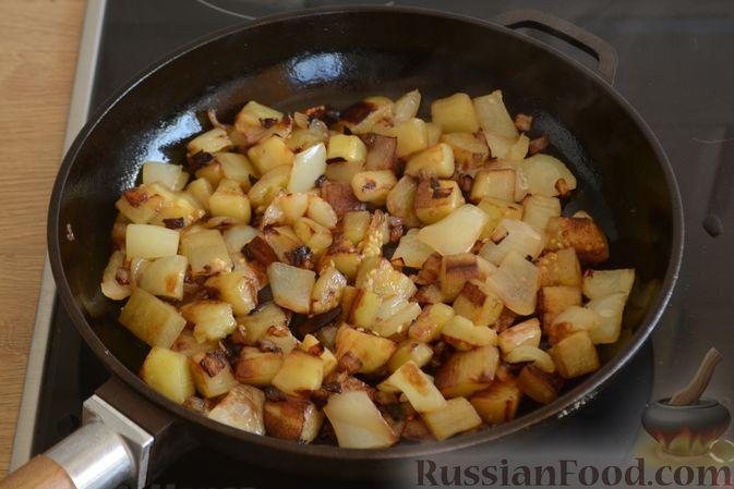 Фото приготовления рецепта: Омлет с баклажанами и болгарским перцем - шаг №5