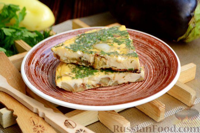 Фото приготовления рецепта: Омлет с баклажанами и болгарским перцем - шаг №11
