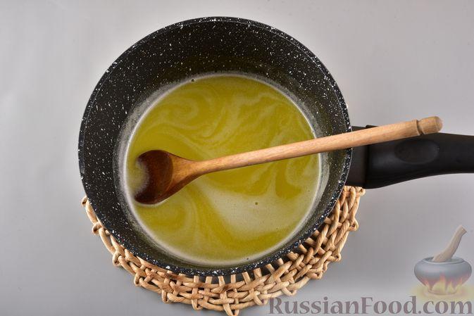 Фото приготовления рецепта: Несладкие профитроли без начинки - шаг №3