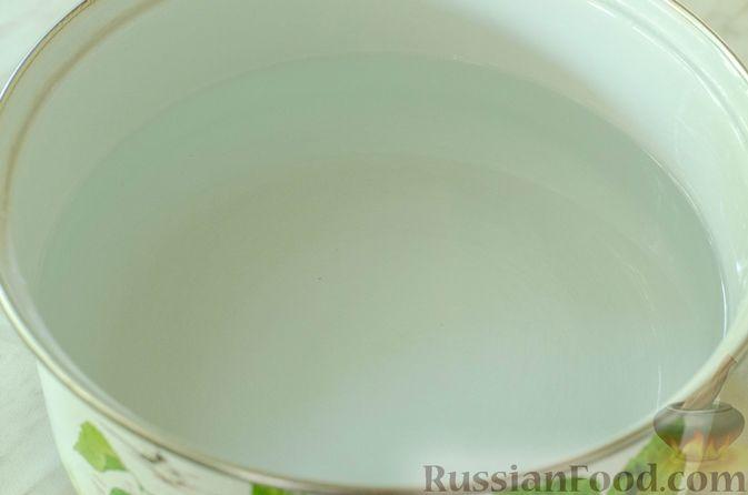 Фото приготовления рецепта: Холодный томатный суп с обжаренными баклажанами - шаг №2
