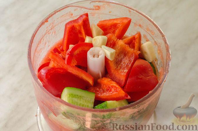 Фото приготовления рецепта: Холодный томатный суп с обжаренными баклажанами - шаг №7
