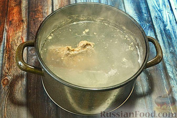Фото приготовления рецепта: Щи с говядиной и гречневой крупой - шаг №3