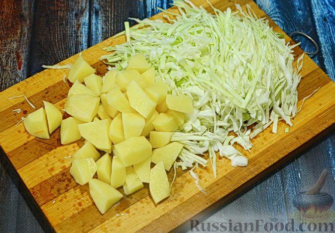 Фото приготовления рецепта: Щи с говядиной и гречневой крупой - шаг №4