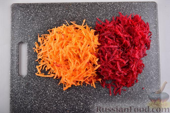 Фото приготовления рецепта: Борщ с черносливом и баклажанами - шаг №2