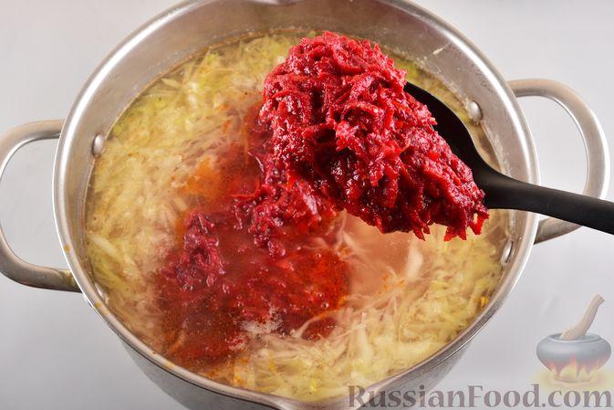 Фото приготовления рецепта: Борщ с черносливом и баклажанами - шаг №12