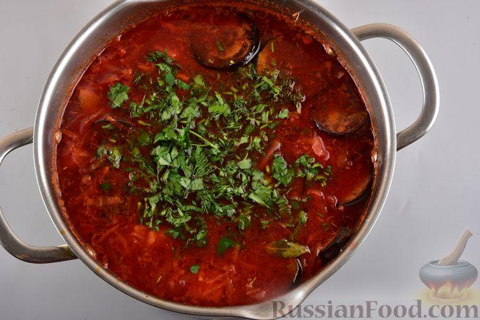 Фото приготовления рецепта: Борщ с черносливом и баклажанами - шаг №14