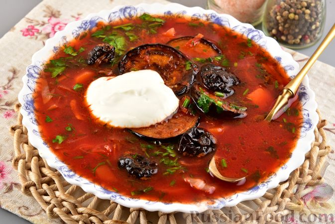 Фото приготовления рецепта: Борщ с черносливом и баклажанами - шаг №15