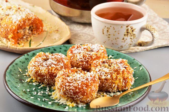 Фото к рецепту: Рулет из моркови, с грецкими орехами и кокосовой стружкой