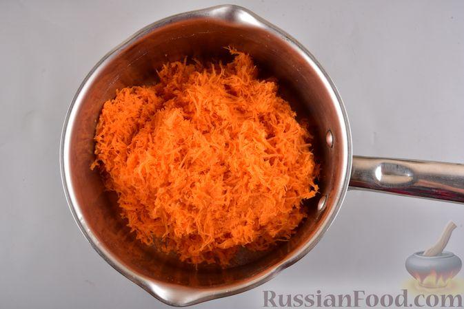 Фото приготовления рецепта: Рулет из моркови, с грецкими орехами и кокосовой стружкой - шаг №2
