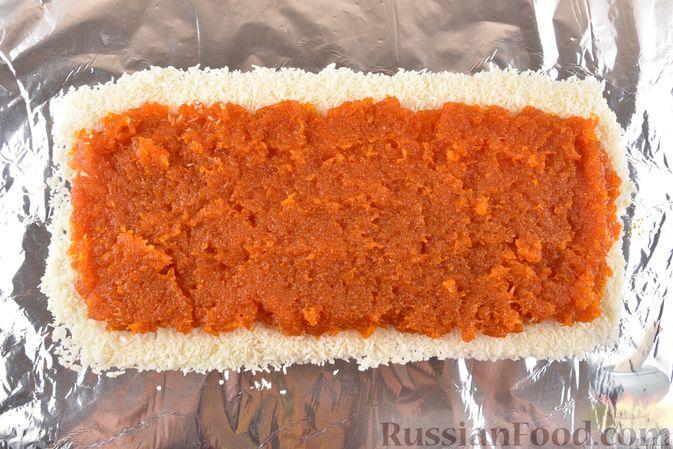 Фото приготовления рецепта: Рулет из моркови, с грецкими орехами и кокосовой стружкой - шаг №8