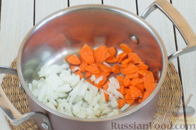 Фото приготовления рецепта: Суп с морской капустой и помидорами - шаг №2