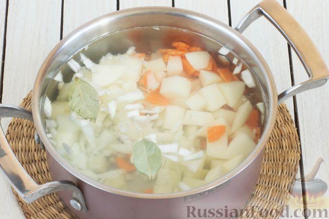 Фото приготовления рецепта: Суп с морской капустой и помидорами - шаг №4