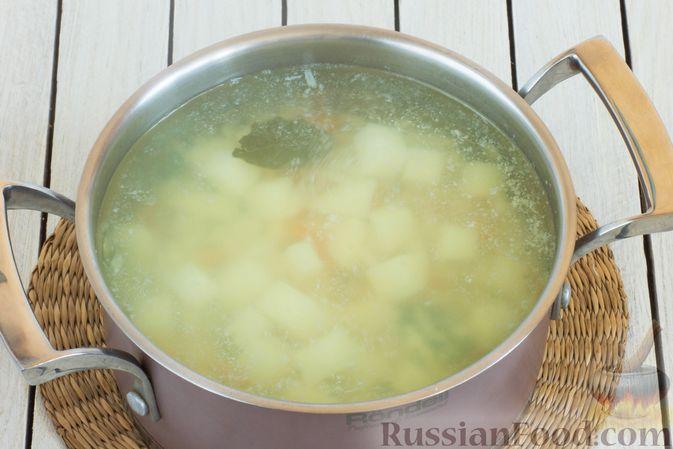 Фото приготовления рецепта: Суп с морской капустой и помидорами - шаг №5