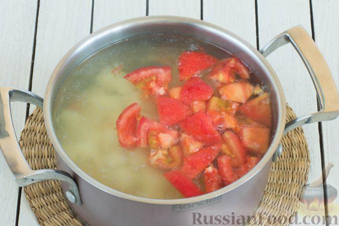 Фото приготовления рецепта: Суп с морской капустой и помидорами - шаг №7