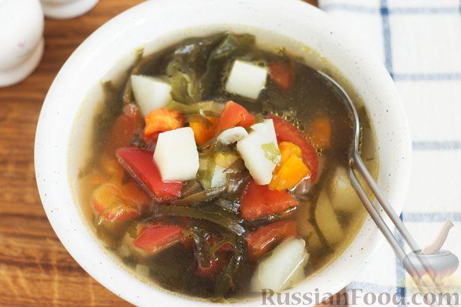 Фото приготовления рецепта: Суп с морской капустой и помидорами - шаг №10