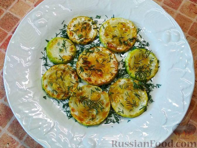 Фото приготовления рецепта: Салат из кабачков, моркови и помидоров - шаг №5