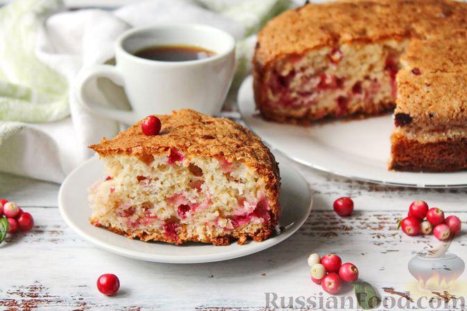Фото к рецепту: Пирог с брусникой и миндалём, на растительном масле и молоке