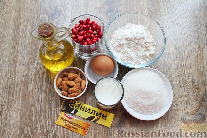 Фото приготовления рецепта: Пирог с брусникой и миндалём, на растительном масле и молоке - шаг №1