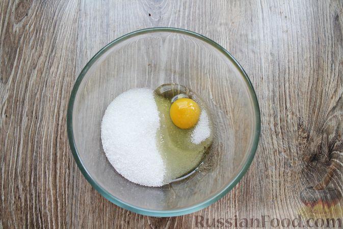 Фото приготовления рецепта: Пирог с брусникой и миндалём, на растительном масле и молоке - шаг №2