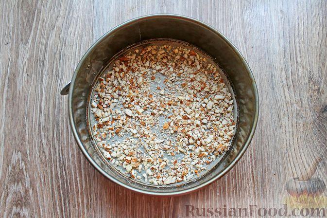 Фото приготовления рецепта: Пирог с брусникой и миндалём, на растительном масле и молоке - шаг №9
