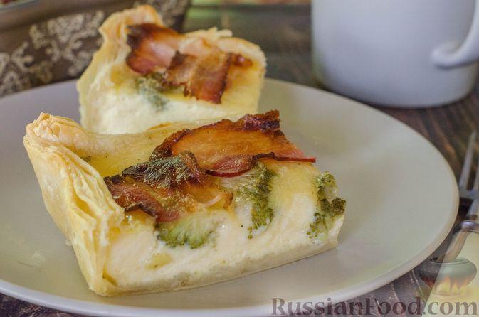 Фото к рецепту: Киш с брокколи в яично-сырной заливке и беконом