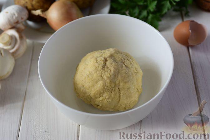 Фото приготовления рецепта: Шанежки с картофелем и грибами - шаг №4