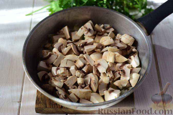 Фото приготовления рецепта: Шанежки с картофелем и грибами - шаг №9