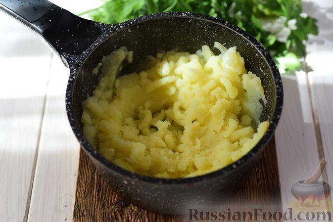 Фото приготовления рецепта: Шанежки с картофелем и грибами - шаг №11