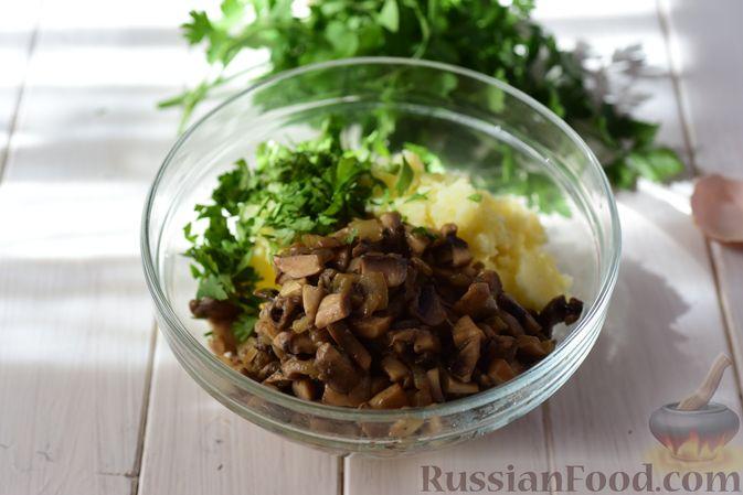 Фото приготовления рецепта: Шанежки с картофелем и грибами - шаг №13