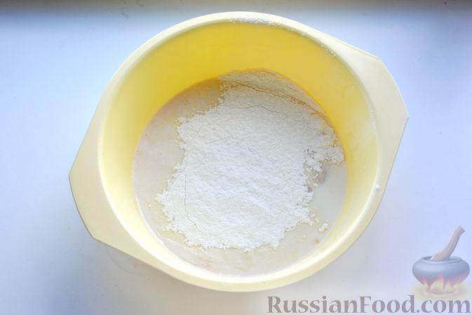 Фото приготовления рецепта: Дрожжевой пирог с малосольными огурцами и варёными яйцами - шаг №6