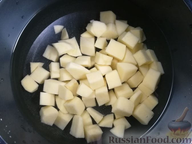 Фото приготовления рецепта: Щи с ветчиной и шампиньонами - шаг №2