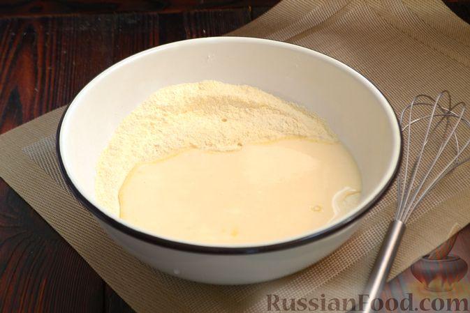 Фото приготовления рецепта: Кукурузный хлеб на кефире - шаг №4