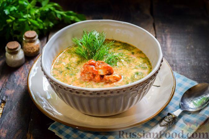 Фото к рецепту: Окрошка на квасе, с килькой в томатном соусе и колбасой