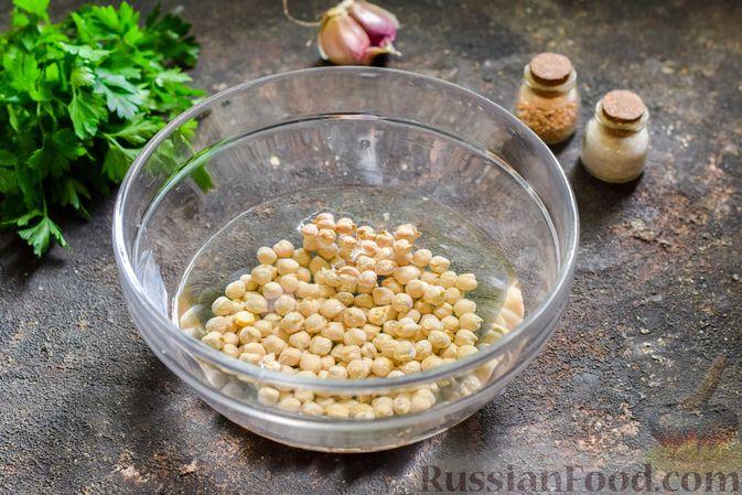 Фото приготовления рецепта: Холодный суп-пюре из нута с овощами, оливками, кунжутной пастой и фетой - шаг №2