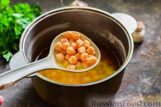 Фото приготовления рецепта: Холодный суп-пюре из нута с овощами, оливками, кунжутной пастой и фетой - шаг №3