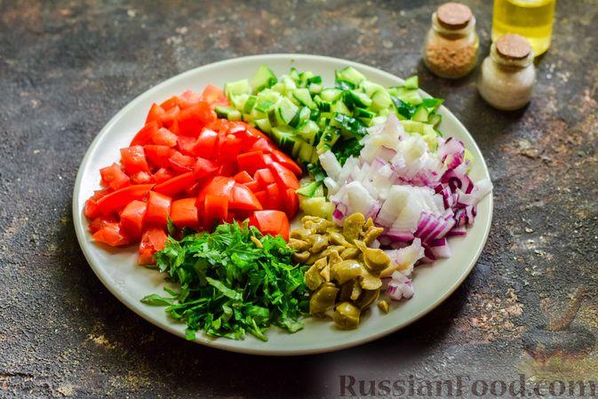 Фото приготовления рецепта: Холодный суп-пюре из нута с овощами, оливками, кунжутной пастой и фетой - шаг №9