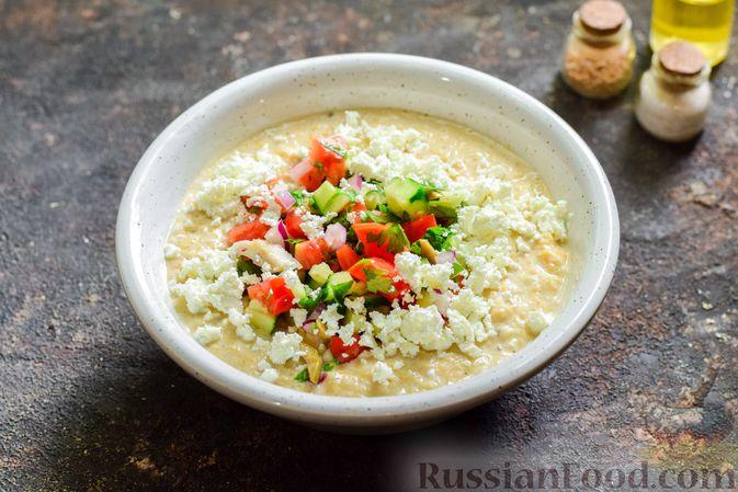 Фото приготовления рецепта: Холодный суп-пюре из нута с овощами, оливками, кунжутной пастой и фетой - шаг №11