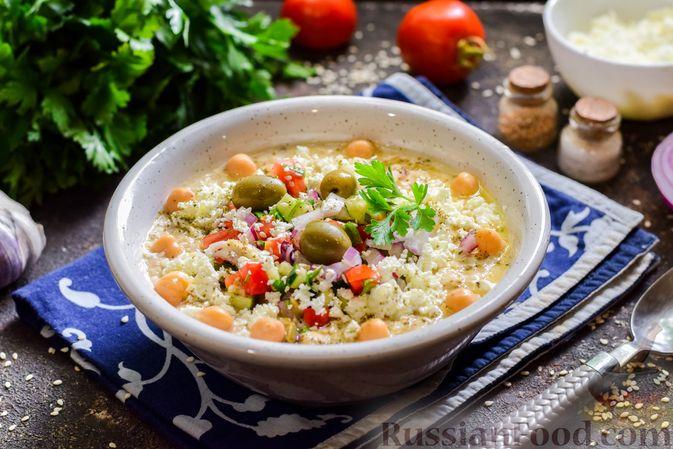 Фото приготовления рецепта: Холодный суп-пюре из нута с овощами, оливками, кунжутной пастой и фетой - шаг №12