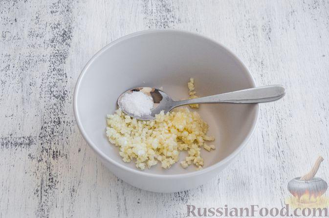 Фото приготовления рецепта: Запечённый болгарский перец, маринованный с чесноком и оливковым маслом - шаг №5