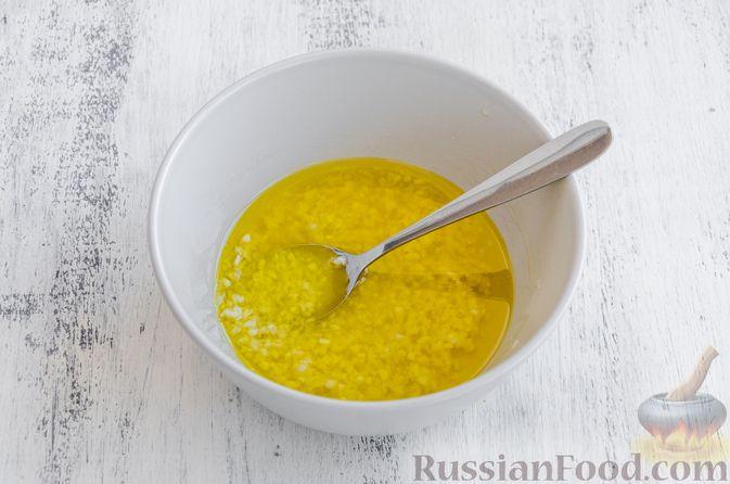 Фото приготовления рецепта: Запечённый болгарский перец, маринованный с чесноком и оливковым маслом - шаг №6