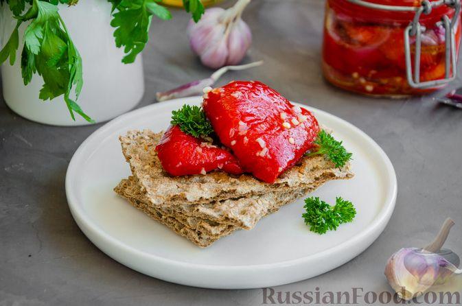Фото приготовления рецепта: Запечённый болгарский перец, маринованный с чесноком и оливковым маслом - шаг №11