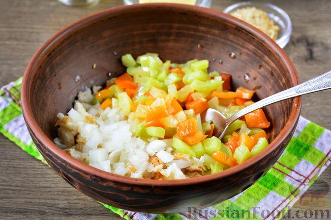 Фото приготовления рецепта: Котлеты из болгарского перца с сыром (в духовке) - шаг №7