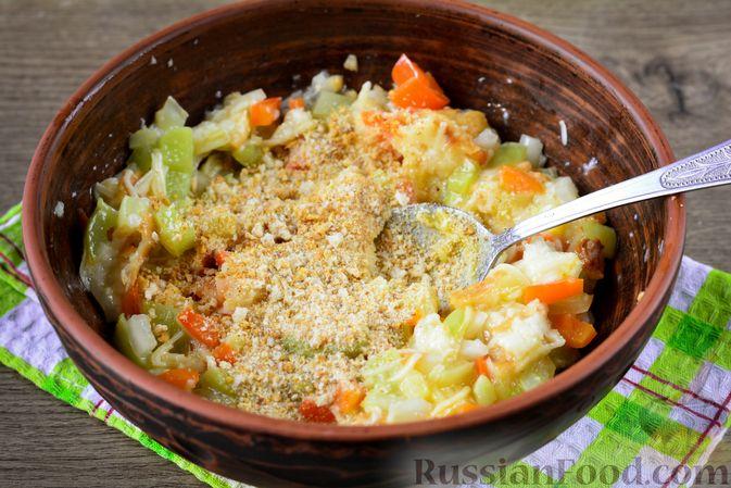Фото приготовления рецепта: Мясные тефтели с начинкой из целых шампиньонов, запечённые в томатном соусе - шаг №13
