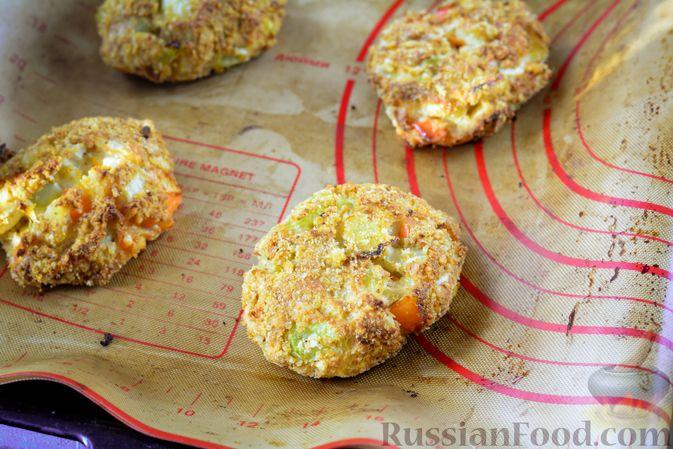Фото приготовления рецепта: Котлеты из болгарского перца с сыром (в духовке) - шаг №11