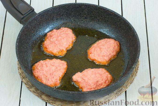 Фото приготовления рецепта: Оладьи из болгарского перца - шаг №8