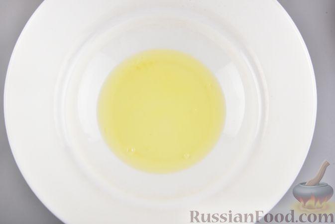 Фото приготовления рецепта: Конфеты из безе с грецкими орехами и творожным сыром - шаг №3