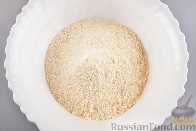 Фото приготовления рецепта: Конфеты из безе с грецкими орехами и творожным сыром - шаг №8